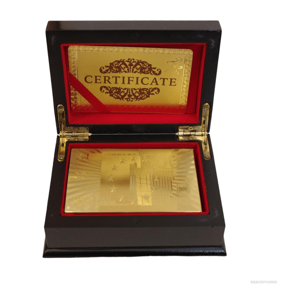 Auksinės kortos dėžutėje